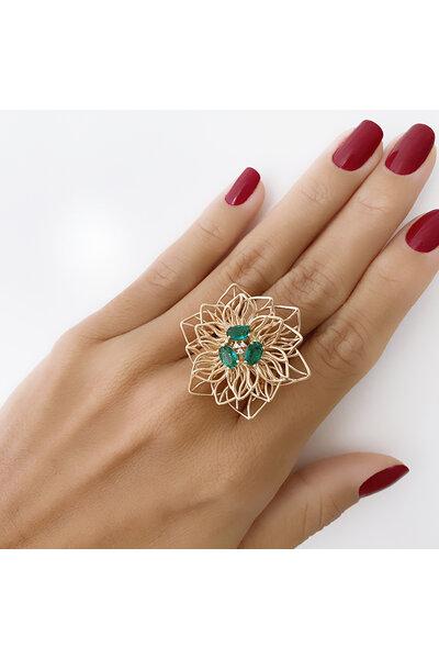 Anel dourado Flor vazada com cristais Esmeralda