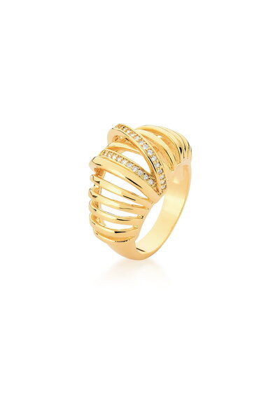 Anel dourado com fileiras lisas e fileiras cravejadas