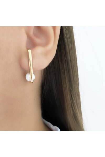 Brinco Ear Hook Dourado com Pérola