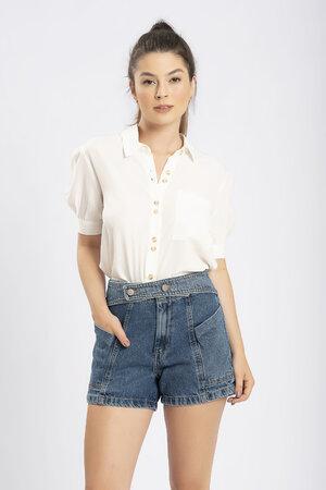 Shorts jeans com recorte abotoamento diferenciado