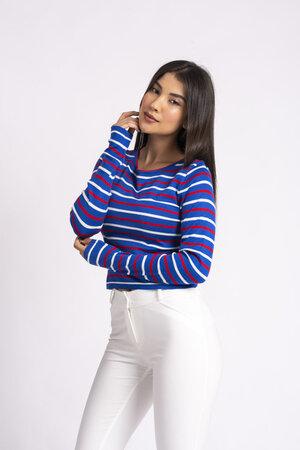 Blusa cropped listrada em tricot