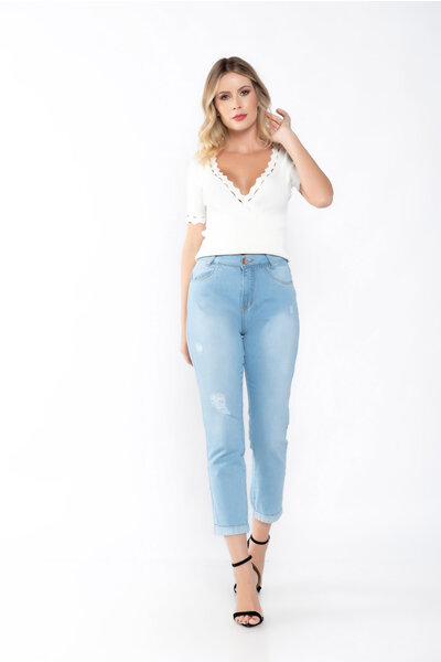 Calça jeans barra virada rasgada cintura alta