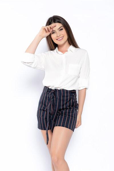 Shorts sarja listrado com bolsos