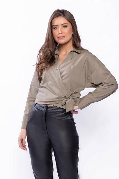 Camisa com botões detalhe de bolso e amarração