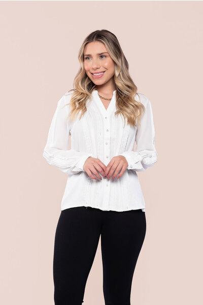 Camisa crepe detalhe renda botões pérolas