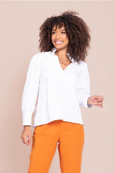 Camisa tricoline com decote