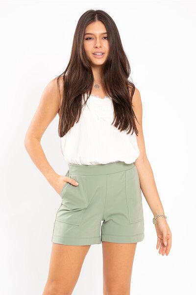 Shorts liso com bolso na frente