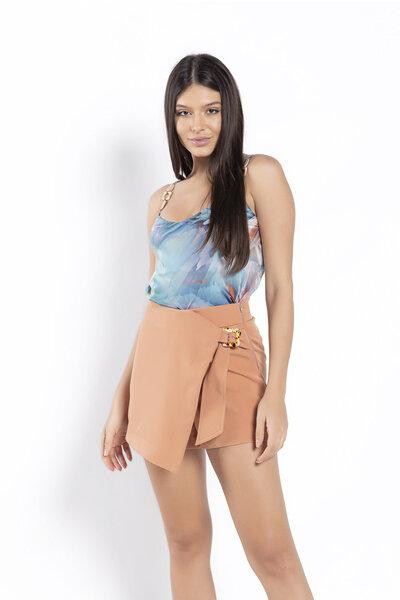 Shorts saia detalhe fivela