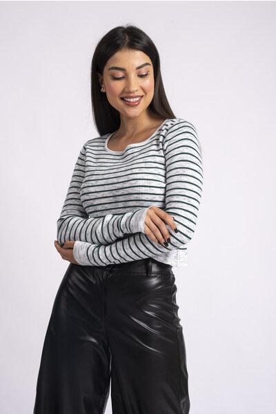 Blusa cropped em tricot listrada