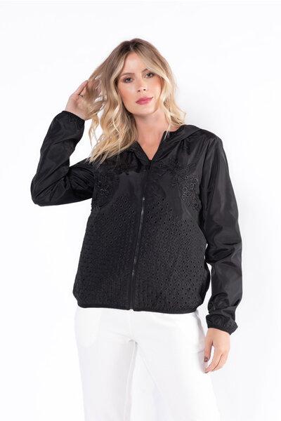 Jaqueta corta vento com detalhe renda e capuz