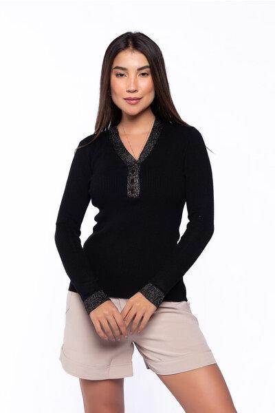 Blusa tricot detalhe gola lurex e botão