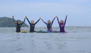 Como incentivar sua amiga a começar a surfar?