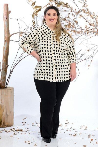 Camisa plus size estampa geométrica