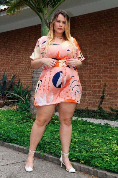 Macaquinho plus size estampa tropical