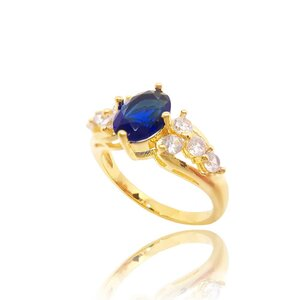 Anel The Princess com Cristal cor Dark Safira Ouro Amarelo 18K