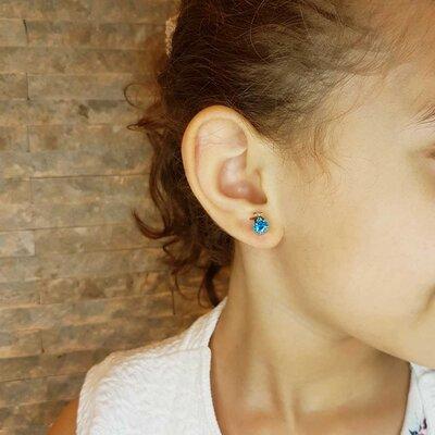 Brinco Infantil Little Star com Cristal Cor Topázio Azul Ouro Branco