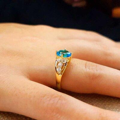 Anel The Princess com Cristal cor Topázio Azul Ouro Amarelo 18K