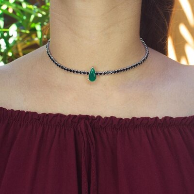 Colar Choker Gota Cristal cor Esmeralda com Cristal Negro Ouro Branco