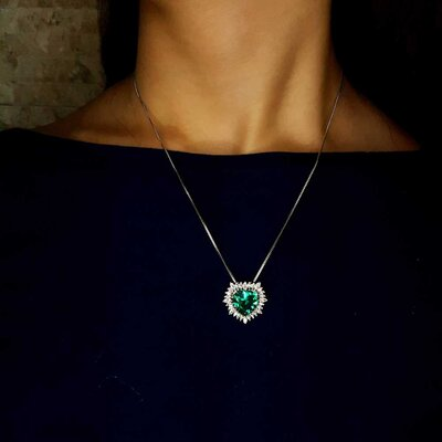 Colar Big Heart Cristal Cor Turmalina Verde em Ouro Branco