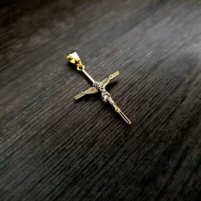 Colar Crucifixo Jesus