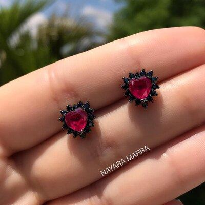 Brinco Em Prata Little Heart Ródio Negro e Rubi