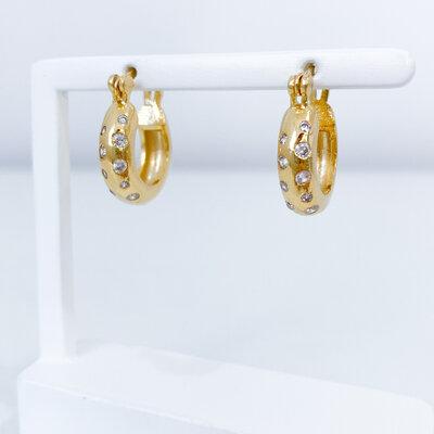 Brinco Argolinha Cravejado Zircônias Cristal - Banho Ouro 18k