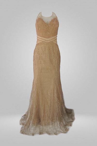 Vestido longo bordado com pedrarias transparencia no colo