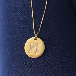 Colar Medalha Inicial Longo Ouro - Sob Encomenda (PRAZO DIFERENCIADO DE ENTREGA)