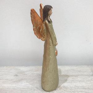 Anjo com Asas Douradas com Coração Pendurado nas Mãos
