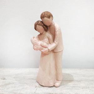 Casal com Bebê no Colo Deitado