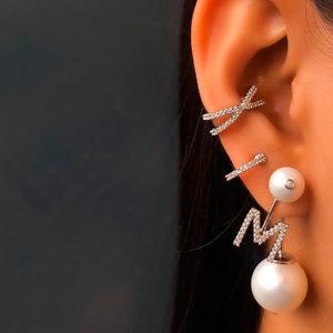 Ear Jacket Pearls Letra Ródio - Unitário - ( Prazo Diferenciado de Entrega)