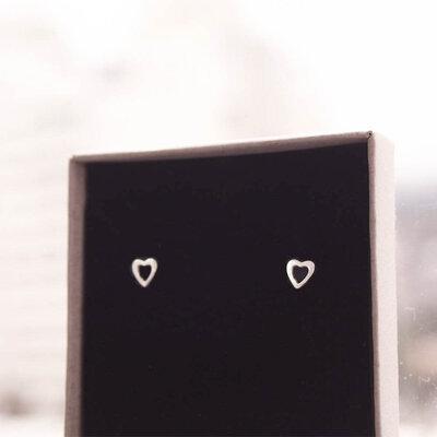 Brinco Mini Kata Coração Prata