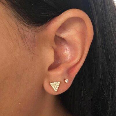 Brinco Triângulo Cravejado Dourado M