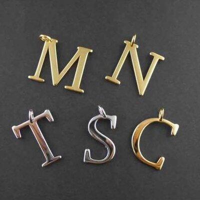 Pingente Inicial Serifada Dourado