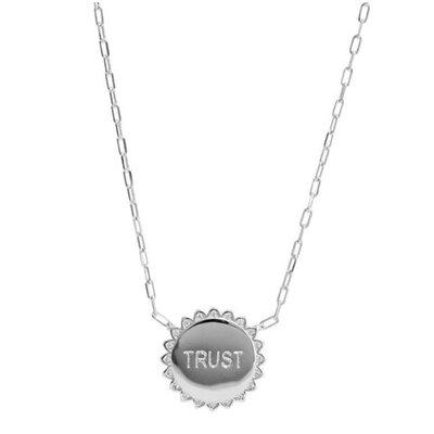 Colar Medalha Trust Prateado