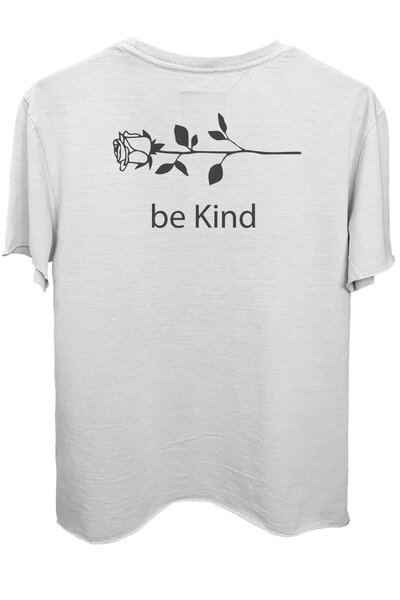 Camiseta branca Be Kind