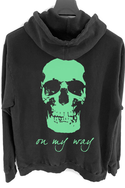 Blusa de moletom preto On My Way (Estampa verde água)
