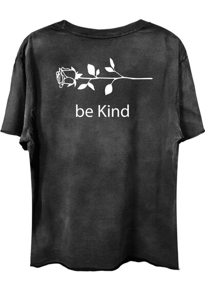 Camiseta com bolso preta Be Kind
