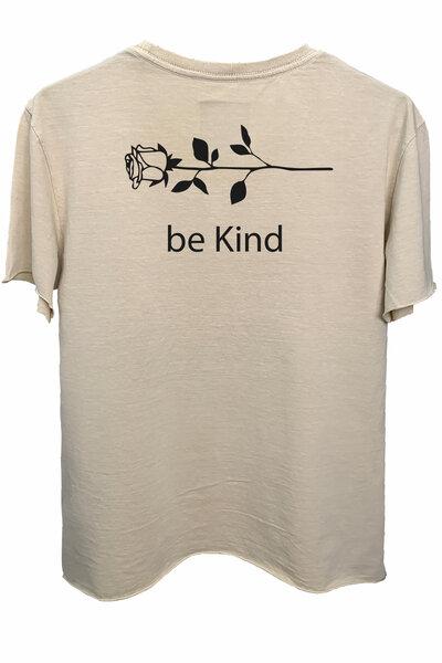 Camiseta estonada areia Be Kind
