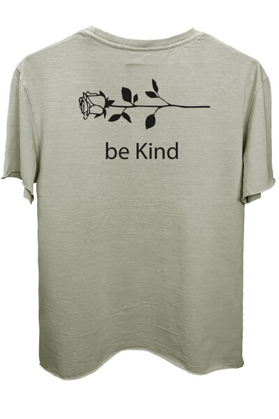 Camiseta estonada cinza clara Be Kind