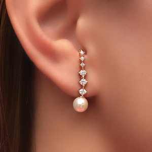 Brinco Ear Hook Zircs e Perolas