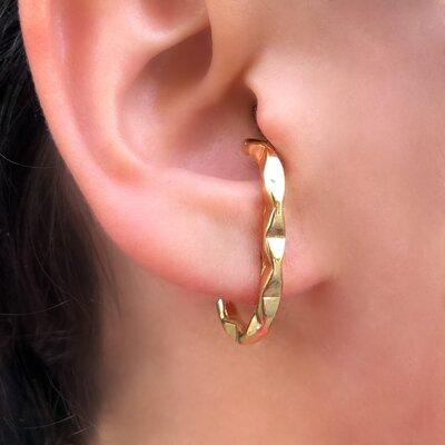 Brinco Ear Hook Design Fashionista Banhado a Ouro 18k
