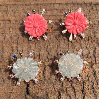 Brinco Flower com Zircs Coloridos
