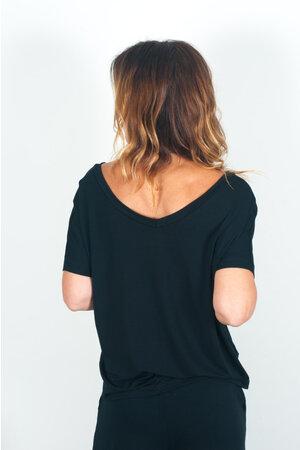 Blusa Decote V Frente e Costas Lisa