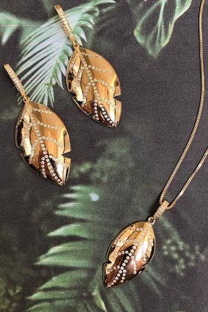Colar gold leaf Semijoia