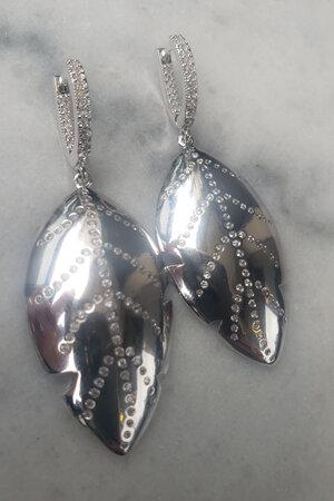 Brinco gold leaf rodio semijoias