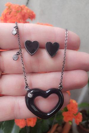 Colar coração esmaltado preto semijoia