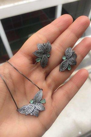 Colar Folha 2 cristais verdes Rodio negro Semijoias