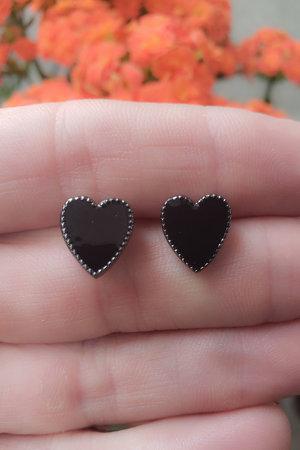 Brinco coração esmaltado preto semijoias