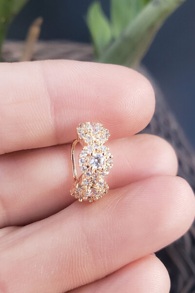Falso Piercing Flower ouro (UNIDADE)